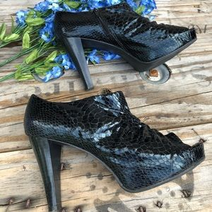 🐍 Snakeskin ruched bootie heel with zipper sz 8